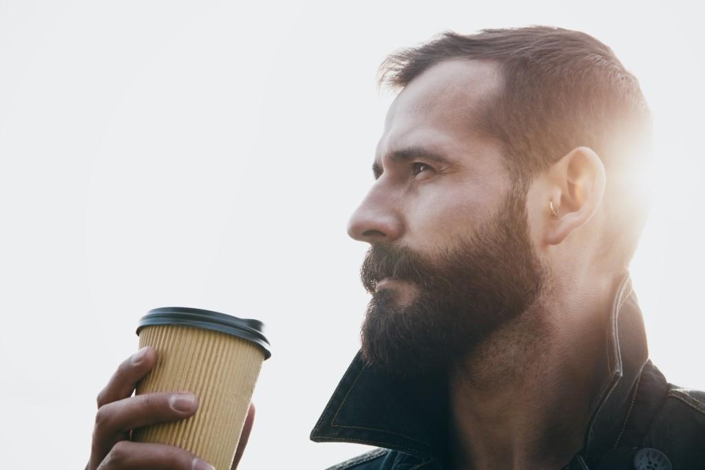 Kaffeebecher to go aus Pappe in der Übersicht