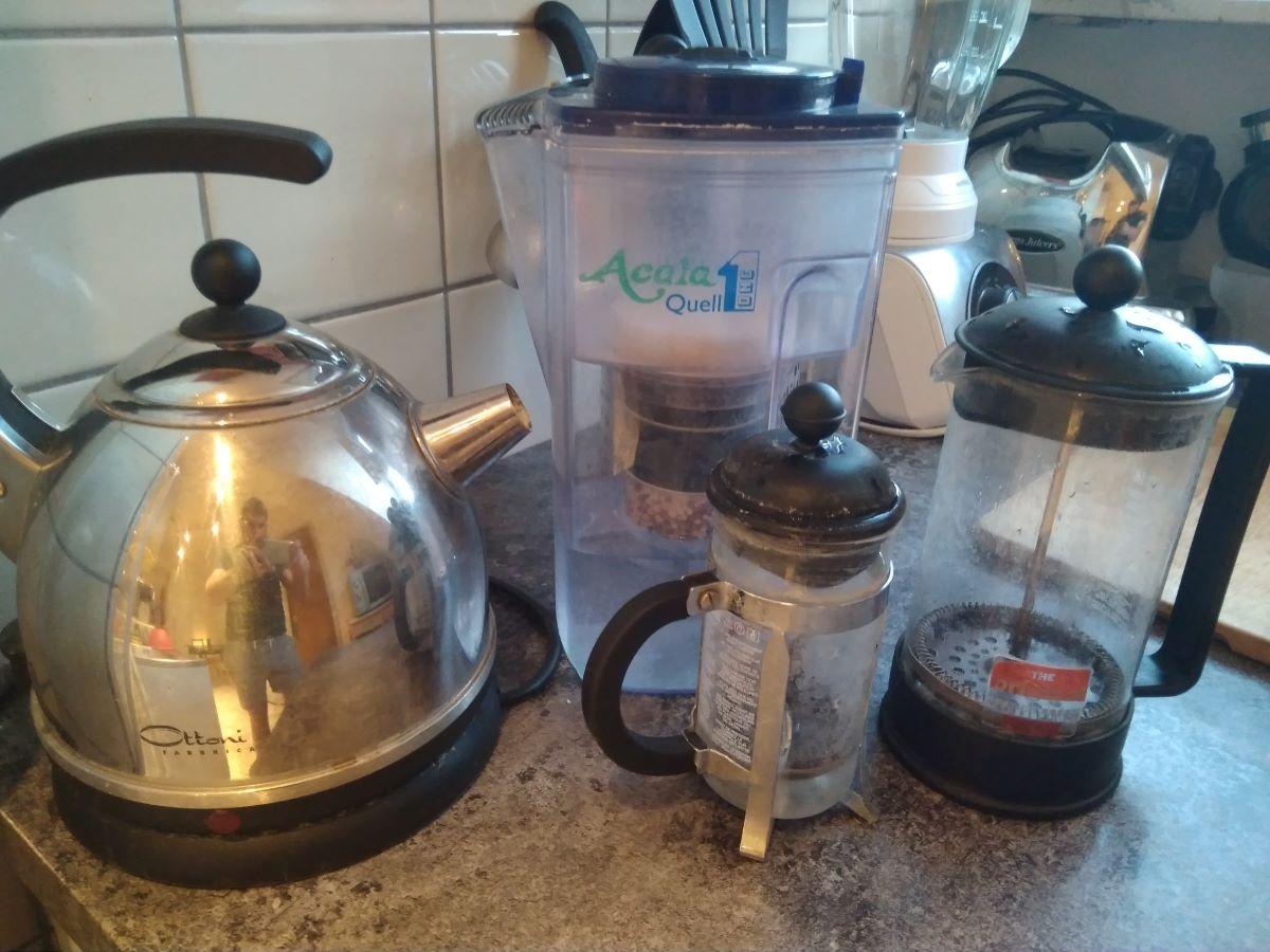 Unser Equipment inklusive French Press Wasserkocher und Wasserfilter